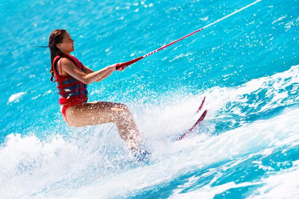 https://tahititourisme.mx/wp-content/uploads/2017/08/ACTIVITES-NAUTIQUES-Tahiti-WaterSports-Center-3.jpg