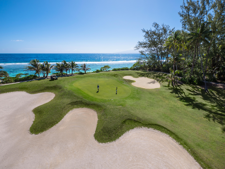 https://tahititourisme.mx/wp-content/uploads/2017/08/ACTIVITES-TERRESTRES-Moorea-Green-Pearl-Golf-1.jpg