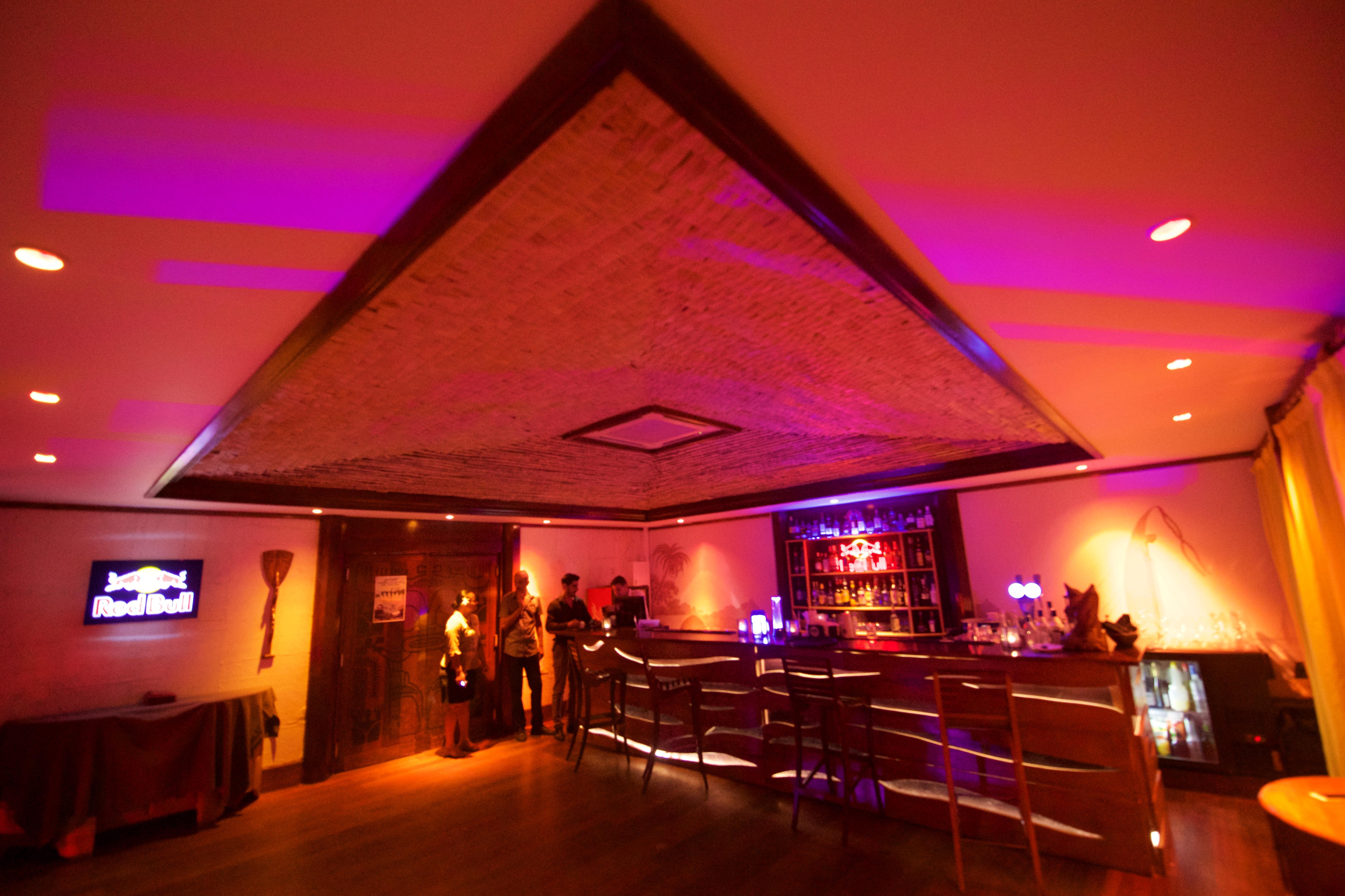 https://tahititourisme.mx/wp-content/uploads/2018/03/RESTAURATION-Matahiehani-Lounge-Bar-1-Tim_McKenna.jpg