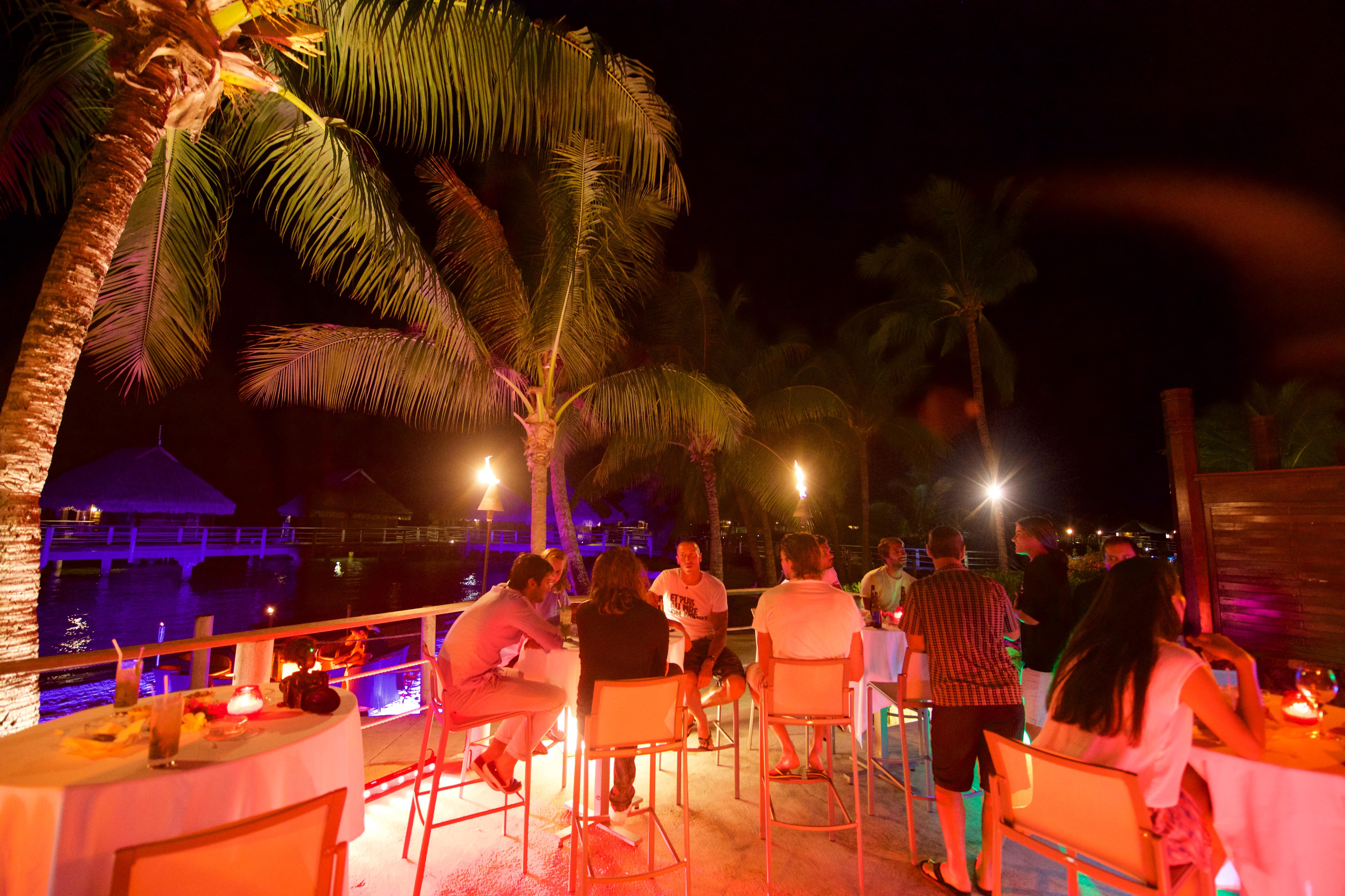 https://tahititourisme.mx/wp-content/uploads/2018/03/RESTAURATION-Matahiehani-Lounge-Bar-featured_image-Tim_McKenna.jpg