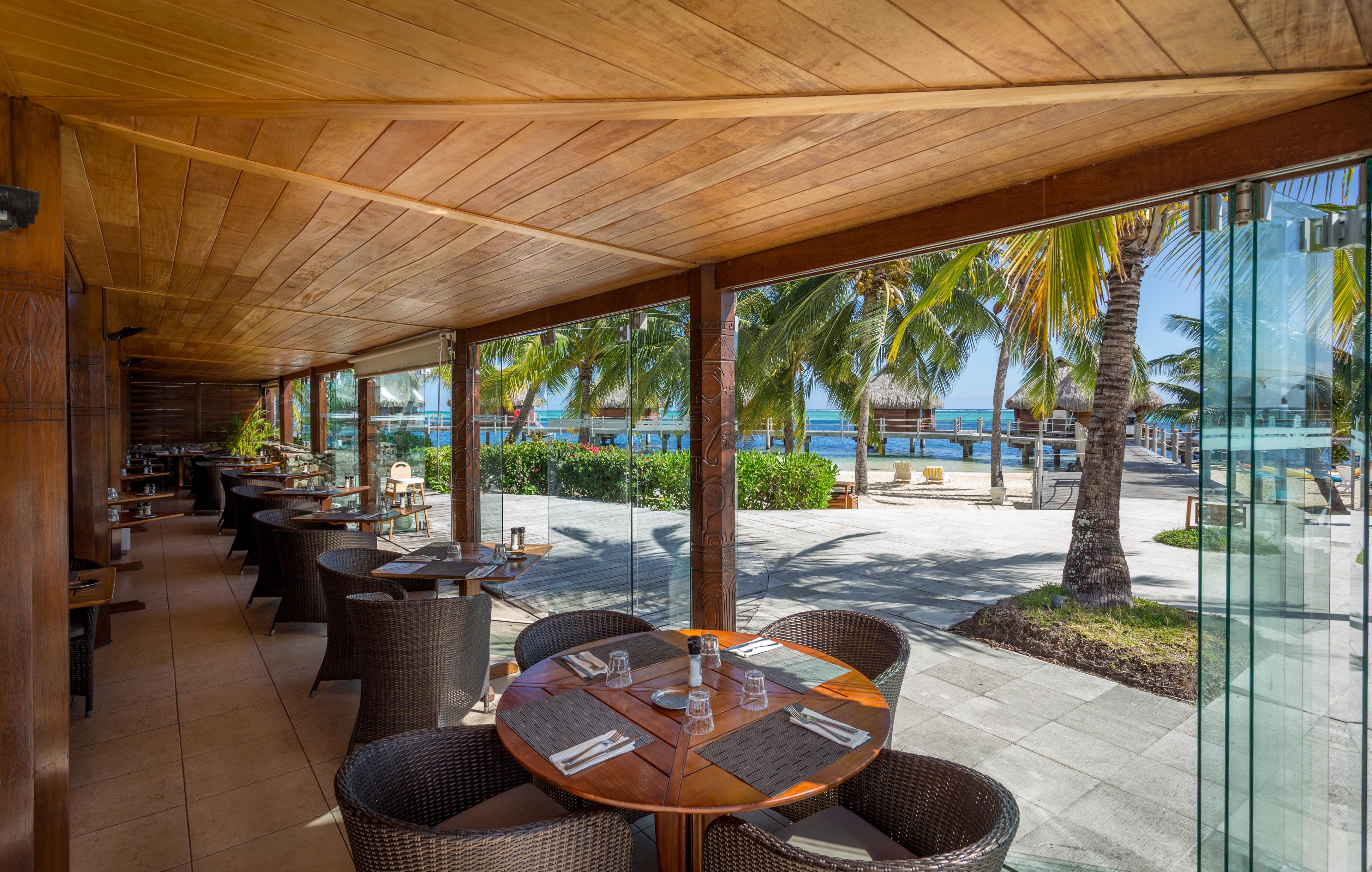 https://tahititourisme.mx/wp-content/uploads/2018/03/RESTAURATION-Restaurant-Mahanai-1-Charles_Veronese.jpg