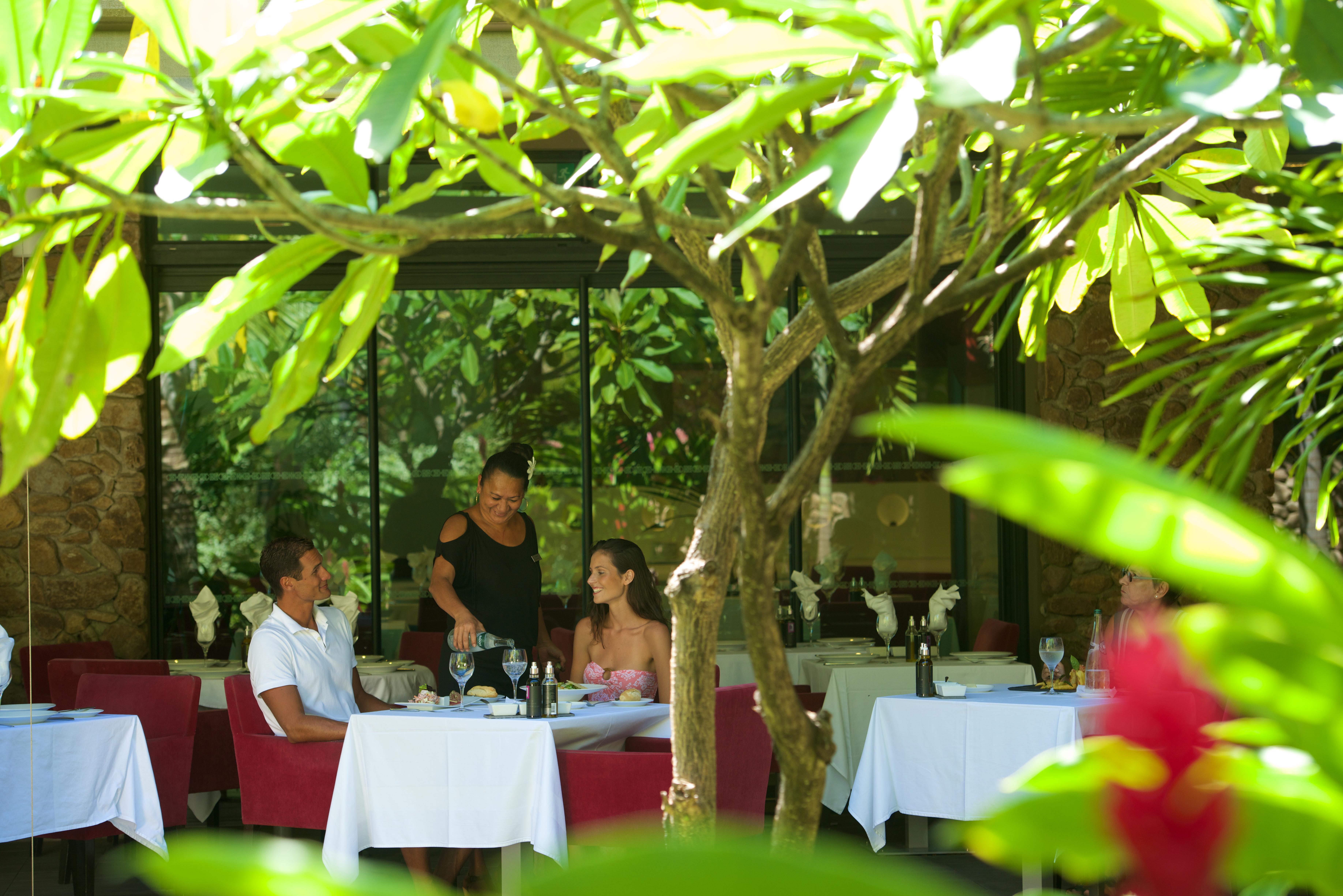 https://tahititourisme.mx/wp-content/uploads/2018/03/RESTAURATION-Vaitohi-Restaurant-2.jpg