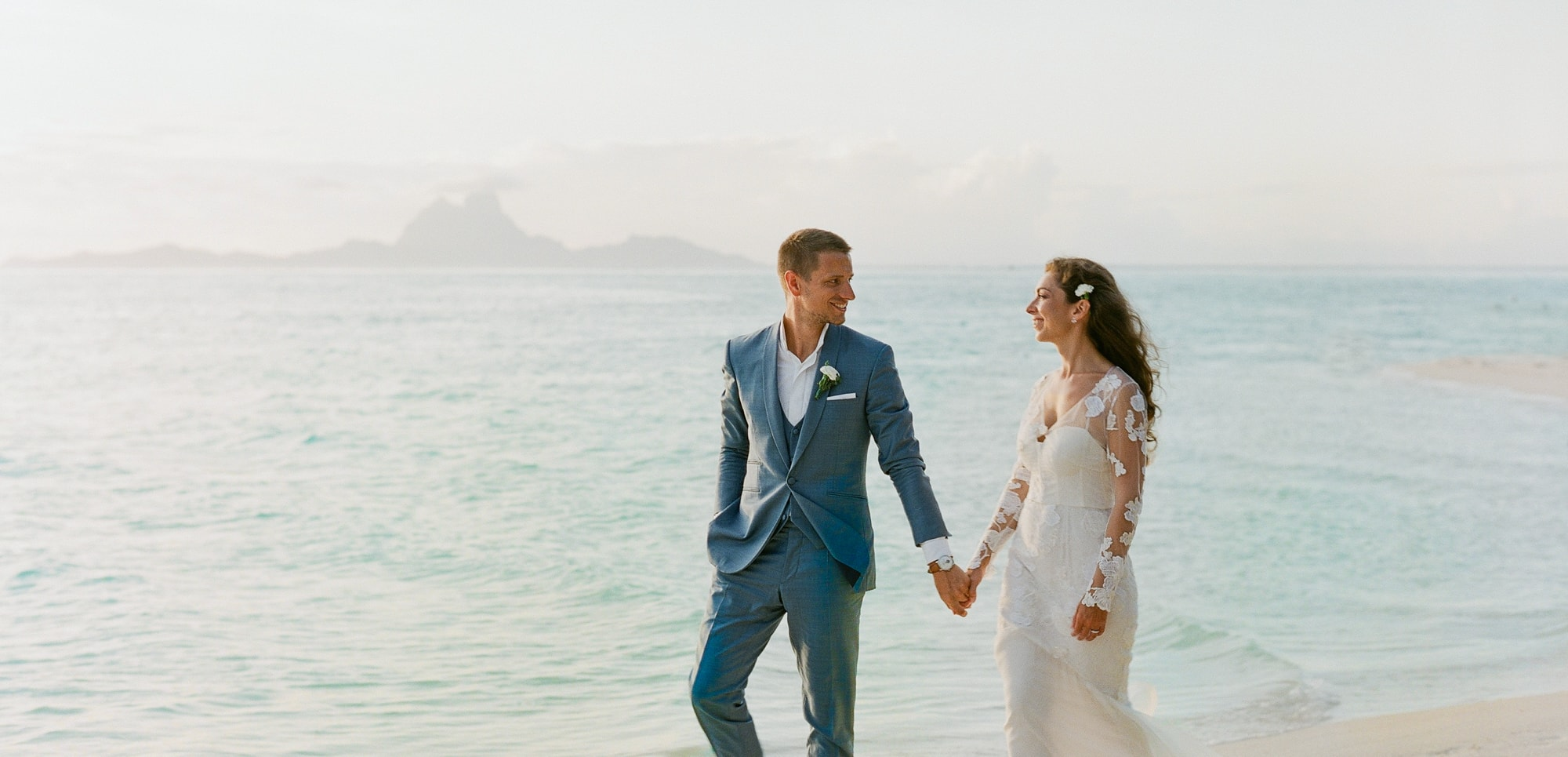https://tahititourisme.mx/wp-content/uploads/2021/04/PCP-Bora-Bora-Photography-Couple-Wedding-sunset.jpg